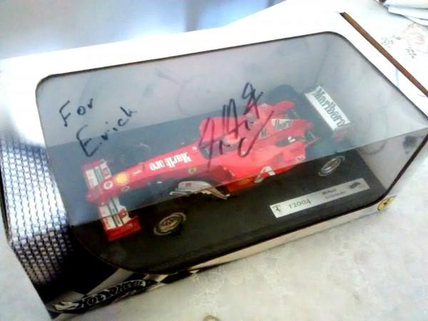 Você tem uma miniatura autografada pelo Schumacher?